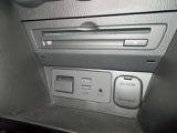 CD・DVDの挿入口はエアコンスイッチのしたのこの位置に!シガーソケットやUSBポートもここにございます!