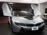 LEDヘッドライトに比べ2倍もの照射距離を実現した次世代のライト技術「BMWレーザー・ライト」を標準装備