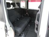 リヤシートにもスライド機能付。足元広々のリヤシートはユッタリのんびり座れます。長時間でもお寛ぎいただけます