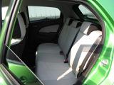 ライトグレーのシートにはダークグレーのラインをアクセントとして施しております。