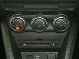 左右別々に温度設定ができるオートエアコンです。