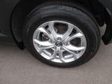 純正16インチアルミホイール、タイヤサイズは215/60R16になります。