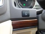 ワイドビューフロントモニター付になります。車両の左右方向と前方直下の状況をディスプレイに表示致します。