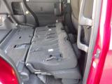 リヤシートを前に倒すと荷室スペースがフラットに広がり、大きな荷物も積み込み可能です!
