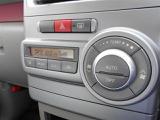 快適オートエアコンも標準装備。お好みの室内温度に設定すれば自動でその温度に保ってくれます。風量・風向きも自動調整!快適ですねー♪
