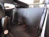 後部座席は誰もが乗ってみたいと思うような広々としたスペース、心地よくフィットする快適なリヤシートでプライベートなひとときをご堪能いただけます♪移動時間を至福のひとときに高める、上質の乗り心地です。