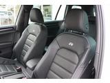 レザーシート装着の為、運転席助手席シートヒーター付です。運転席のみ電動パワーシートが付いていますので、シート調整も容易です。