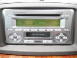 """お気に入りの曲をBGMに快適ドライブを楽しめる""""CD・カセットステレオ""""付きです"""
