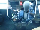 使いやすいインパネシフト。フルオートエアコンで車内は快適。