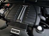 W12 ツインターボエンジンからは608psを出力します。