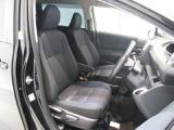 フロントシート☆運転席にはアームレストも装備されております☆