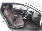 【前席シート】低い着座位置で、スポーツカーの雰囲気がバッチリです!運転席にはハイトアジャスターも付いていますよ♪