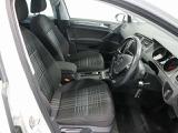 ゆったり座れるコンフォートシートは、長時間の移動も疲れにくく、快適なドライブを楽しめます。