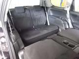 サードシートもゆったりとお座り頂ける広さがあります!格納式でお使いにならない時は荷室として活躍します!