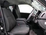 きれいにクリーニングされた運転席です。足元も広く長時間運転も疲れにくいですね!まずは店頭で一度じかに触れて座ってみてください!車両を選ぶ重要なポイントです!