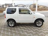 近隣県、又はご来店可能なお客様への販売に限らせていただきます。この度は当店のお車をご覧いただきありがとうございます!!人気車の白のジムニー入庫致しました♪