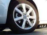 タイヤサイズ:215/50R17。洗練されたスカンジナビアンデザインによるホイールがV60の外観を引き締めます