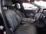 メルセデスのシートは、少し硬めに出来ておりますので、長時間の運転でも疲れにくく、安全にドライビングをお楽しみ頂けます。