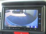 バックをするとき自動でリアの様子が映る『リアカメラ』付き。ナビ画面で確認しながらバックができますから安心ですね!