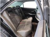 ゆとりある頭上空間を確保し、後席もフロントシートと同じように快適な座り心地を実現しています!!