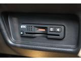 ブレーキ時の車輪ロックを防ぐEBD付ABS、加速時などの車輪空転を抑えるTCS、旋回時の横すべり抑制。これらの3つの機能を抑制し、クルマの姿勢の安定化を図るVSAを装備!