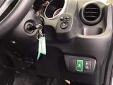 エンジンはイグニッションにキーを差し込むことで始動します。