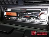 オーディオは純正CDMD。今見ると少々機能的にさみしい装備なので、オリジナルにこだわらなければ最新メモリーオーディオ等への換装もオススメです。