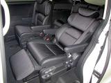 オットマンが付いていますので長距離ドライブも快適です♪ ぜひ現車にて座り心地をお試しください。