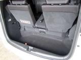 三列目シートを起こした状態でも深さがありますのでお荷物を載せやすいです。