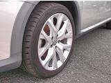 タイヤサイズ22545R18純正アルミホイールを装着しております。