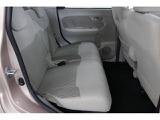 快適なフロントシート★☆厚みのあるシートですわり心地が良好です。運転席には「シートリフター」を装備し、座面の高さをお好みで調整できます