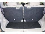 使い勝手のよいカーゴルーム★☆リヤシートをスライドすると、荷室スペースが広く使えます。左右個別にスライドできます