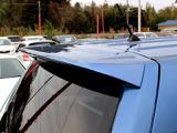 車のボディ外部に取り付けられ、空気力学を利用して車体のリフト(揚力)低減、ダウンフォース獲得、走行安定性や操縦性の向上が得られます。