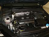 1.8リッターTSIエンジン【ターボ付き直噴エンジンは、排気量のダウンサイジングにて、CO2の排出削減。排気量を下げて出力低下をターボにて空気量を上げ高効率燃焼。そして、高出力、低燃費を実現】