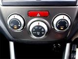 操作性に優れたダイヤル式オートエアコン♪温度設定するだけで車内は常に快適温度をキープ♪