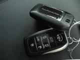 人気のスマートエントリーシステムを装備☆スマートキー本体を携帯していればエンジンの始動と停止はボタンを押すだけの簡単操作!一度使うと「手放せない」便利さです☆ぜひ現車でご確認下さい!