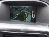 リヤビューカメラ搭載、ディスプレイ上に誘導ラインが表示され、スムーズな駐車をサポートします。