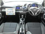 足元も広々していてシートはゆったり座れますので、マニュアルの運転には最適の空間ですね!