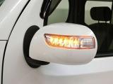 ドアミラーウインカーは対向車などからの視認性が高く安全性に優れます。