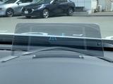 メーターフードにはアクティブドライビングディスプレイを装備。視線を下げることなく自車の速度やクルーズコントロールの設定などを確認することができます。
