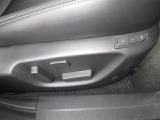 運転席にはパワーシートを搭載☆細かくポジションの設定が出来ます!メモリー機能も二人分まで設定可能です!