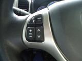 こちらのお車はハンドルにオーディオ操作スイッチが付いています。視線が極端に下がる事が少ないので安全面でも一役かってくれますよ♪