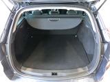 荷室フロアが低めで、積み下ろしがしやすいラゲッジルーム!5名乗車時の荷室容量は486リッター!