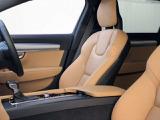 北欧家具を代表するスウェーデンボルボのシート設計は人を中心に考えて設計されており、長時間のドライブでも疲労を軽減するシート設計です。