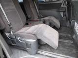 乗せる方を「おもてなし」するための快適装備。アルファードのシートにはオットマンが付いておりますので、ゆったりクルマに乗れそうです。運転するのがイヤになってしまうかも。