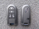 スマートキーを鞄やポケットに携帯していれば、ドアのボタンスイッチで施錠と解錠が出来ます。離れたところからの施錠・開錠もスマートキースイッチで出来とても便利。