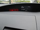 ダッシュボードのセンターのモニターには平均燃費や平均車速等が表示されます。