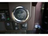 鍵がポケットの中でもドア開閉・エンジンスタートが可能。便利なスマートキーです。