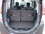 十分な収納スペースがありますが、リアシートを倒すとさらに大きな荷物も積むことが出来ます。