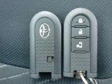 プッシュ式スタートボタンと寒冷地、安全装備のスイッチが集約してます。